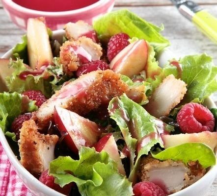 ensalada de pollo crujiente con nectarinas y vinagreta de frambuesa Ybarra