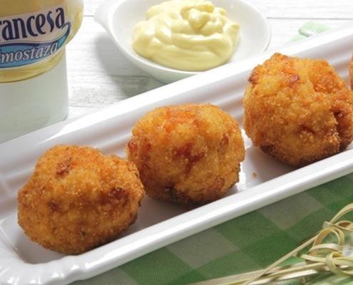 croquetas de arroz con salsas Ybarra