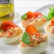Huevos rellenos de palometa