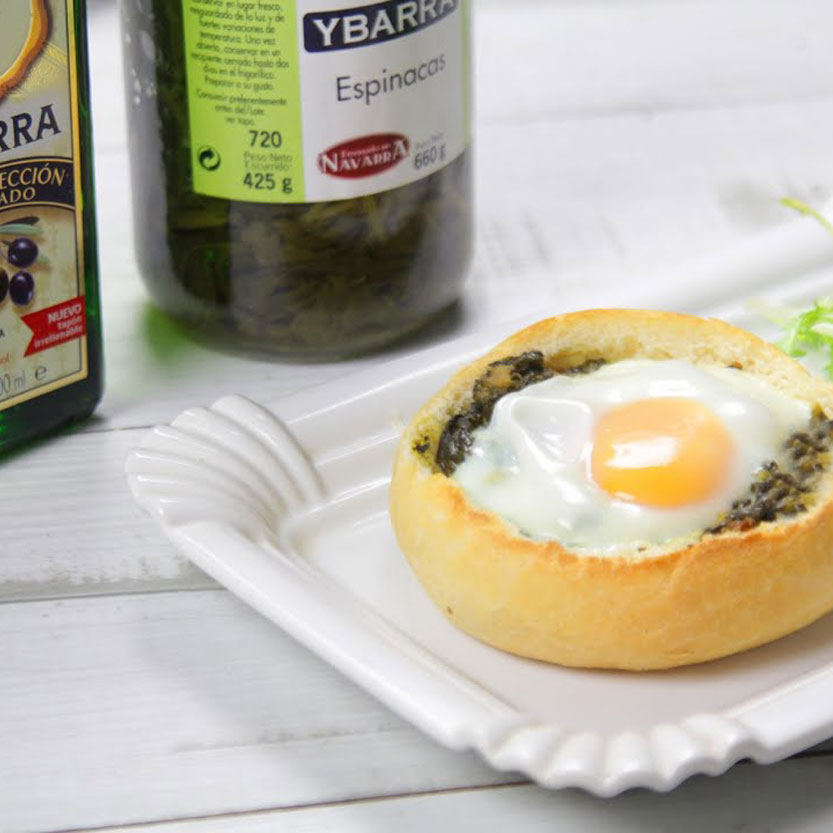 Huevos al nido con espinacas Ybarra