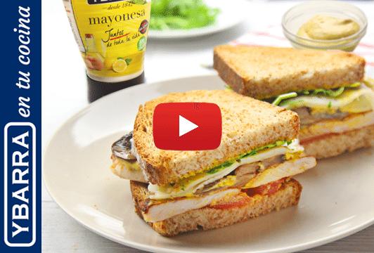 Sándwich de pavo y mayonesa al curry