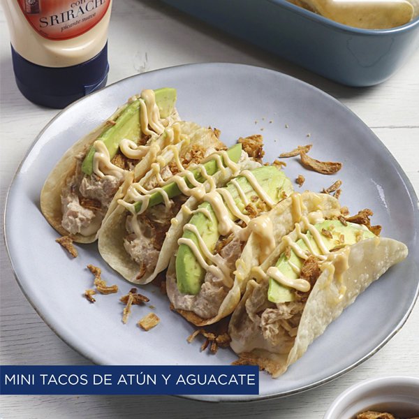 Mini tacos de atún y aguacates