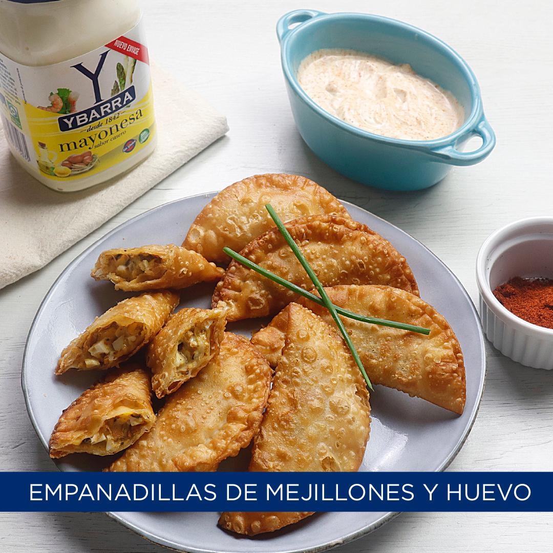 Empanadillas de mejillones, huevos duros y mayonesa al pimentón
