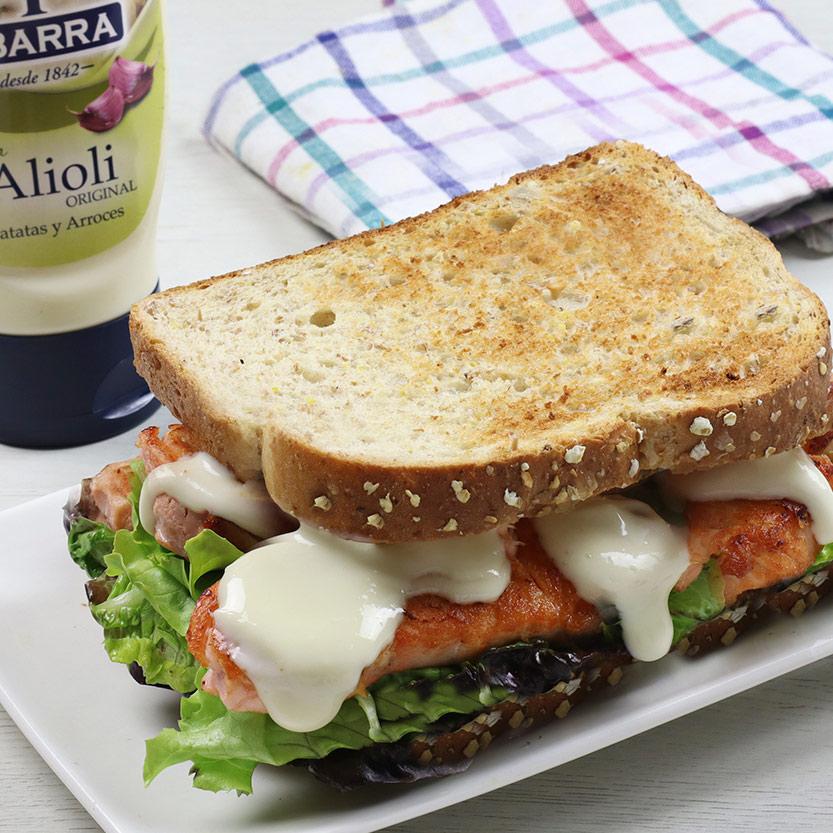 recetas ybarra sandwich de salmon con salsa alioli