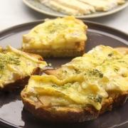 recetas-ybarra-tosta-desayuno-virgen-extra-queso-camembert-pera