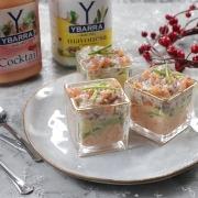 chupitos de langostinos con salsa cocktail