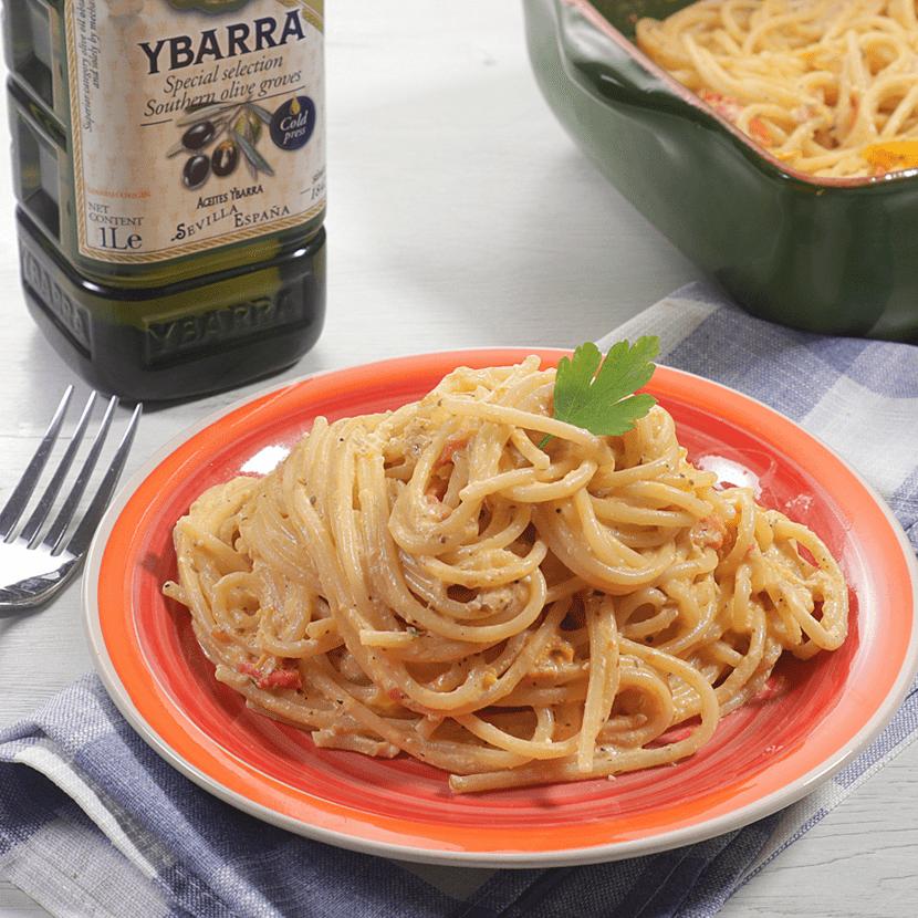 Espaguetis con cherrys y queso feta