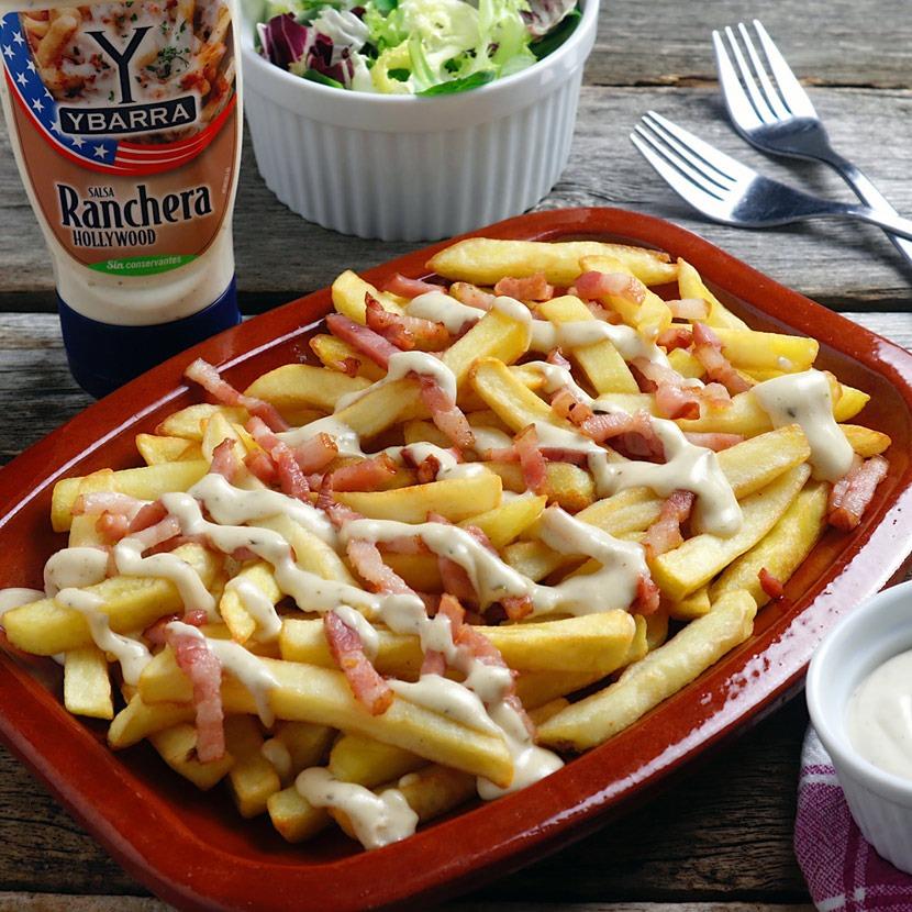 Patatas con queso, bacon y salsa Ranchera