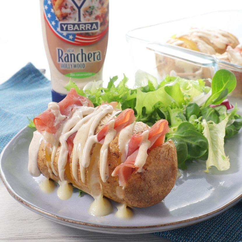 Patatas Hasselback con jamón cocido, queso y salsa Ranchera Hollywood