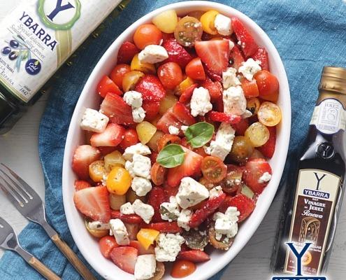Ensalada de fresas, cherrys y queso feta